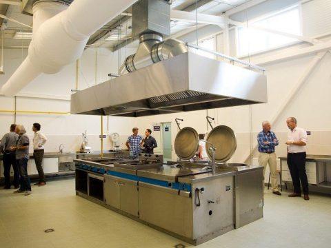 Opening keuken van een ziekenhuis in Floresti, Moldavië